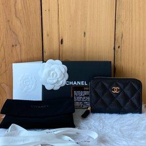 CHANEL Classic Zipped Caviar Card Holder